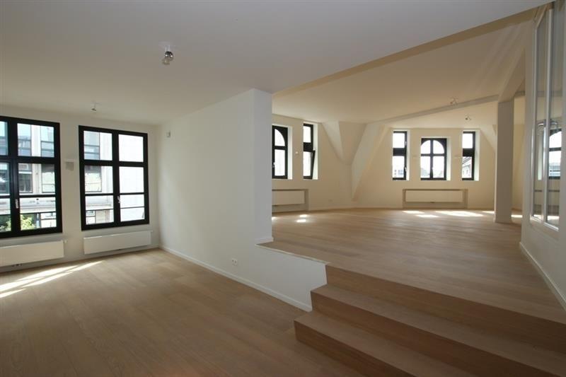 luxueus gerenoveerd appartement met 2 slaapkamers 1 525 eiermarkt 7 2000 antwerpen prachtig recentelijk gerenoveerd 2015 appartement in een