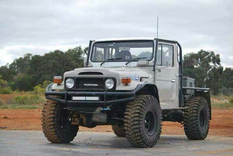 tuff toyota landcruiser this looks a lot like danny hiller 39 s old rig his brother sold it after. Black Bedroom Furniture Sets. Home Design Ideas