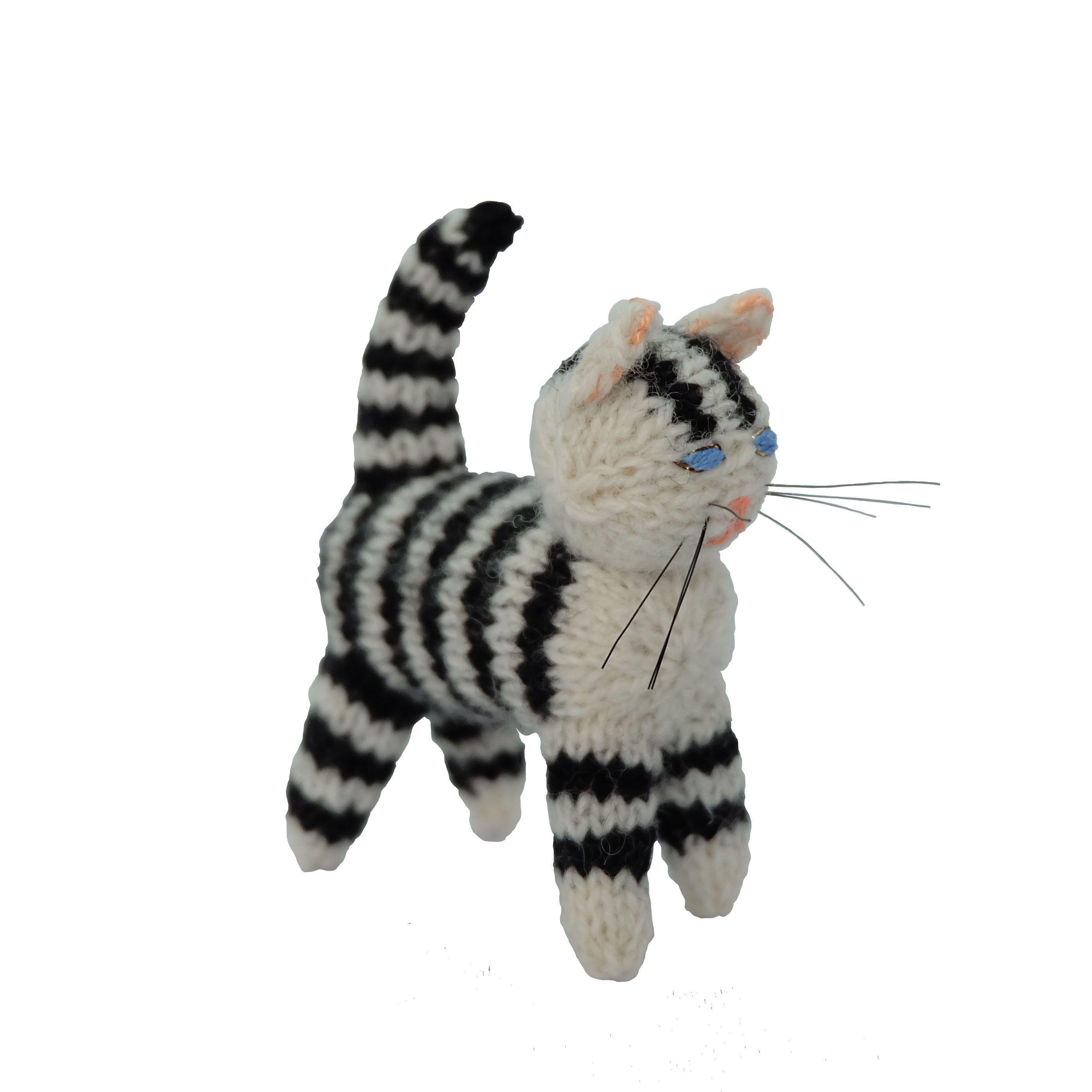 猫のあみぐるみ1 | ihanaa−北欧とバルト三国の毛糸と 雑貨のセレクトショップ