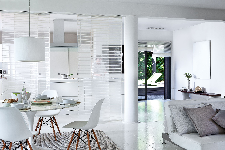Panneaux japonais en voile blanc luik rideaux for Decoration maison rideaux fenetre