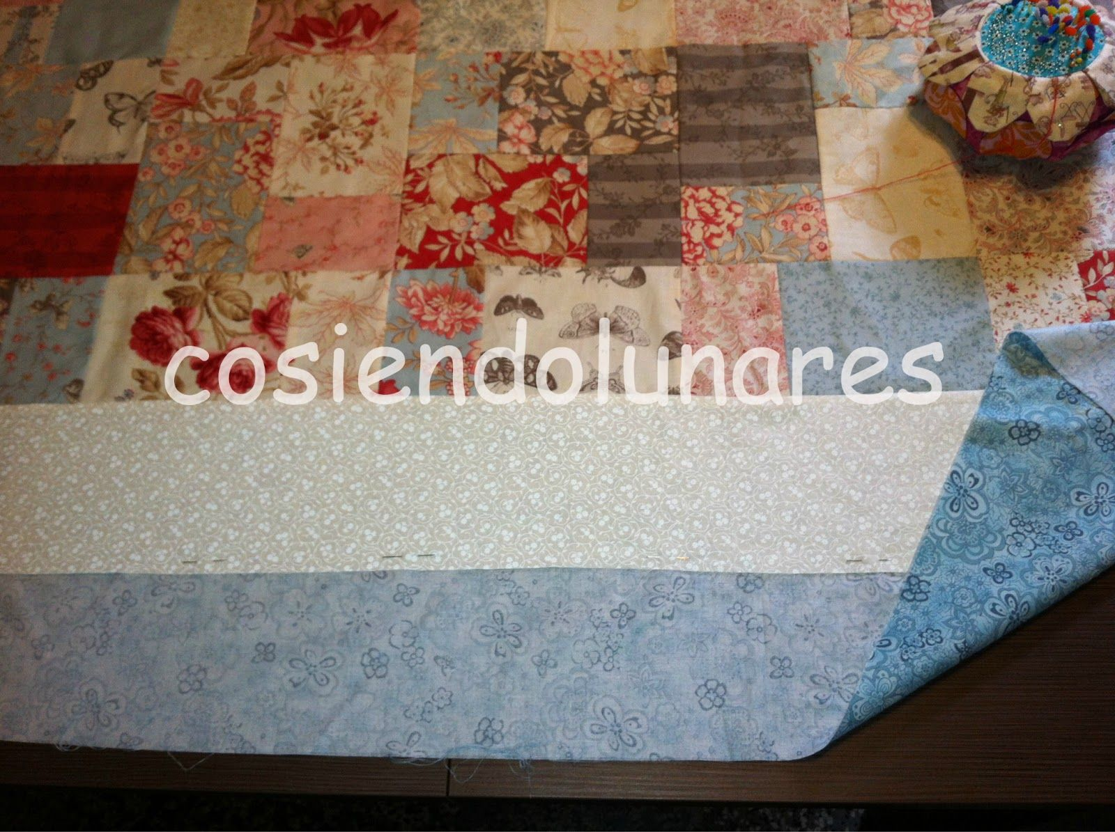 cosiendolunares - costura y patchwork: Cómo poner la tela trasera de un quilt