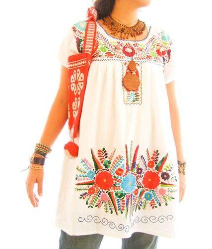 4e10f8653e Vestido Mexicano blanco con mega bordado de flores de colores ...