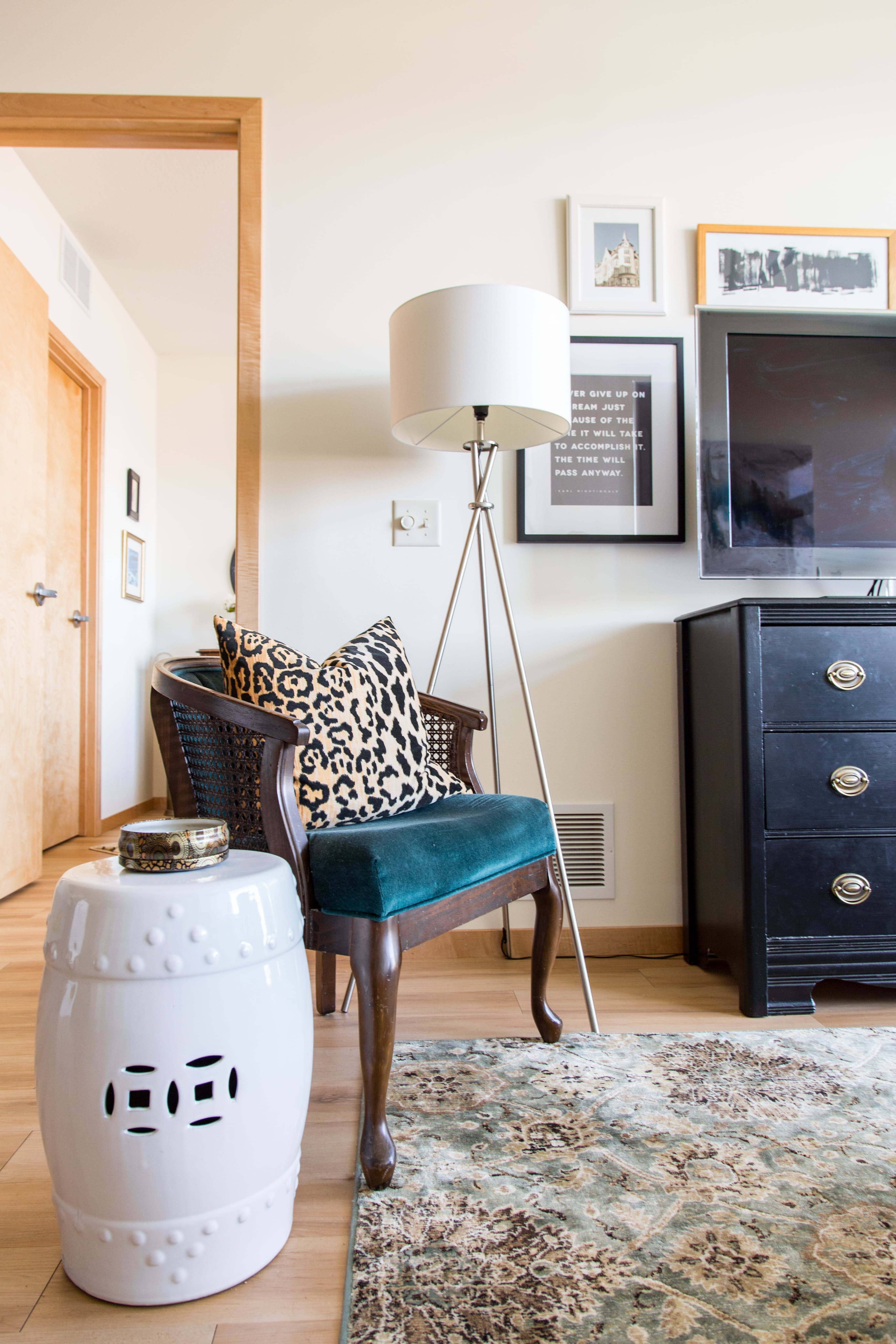 An Elegant & Eclectic Minneapolis Apartment Гостиная