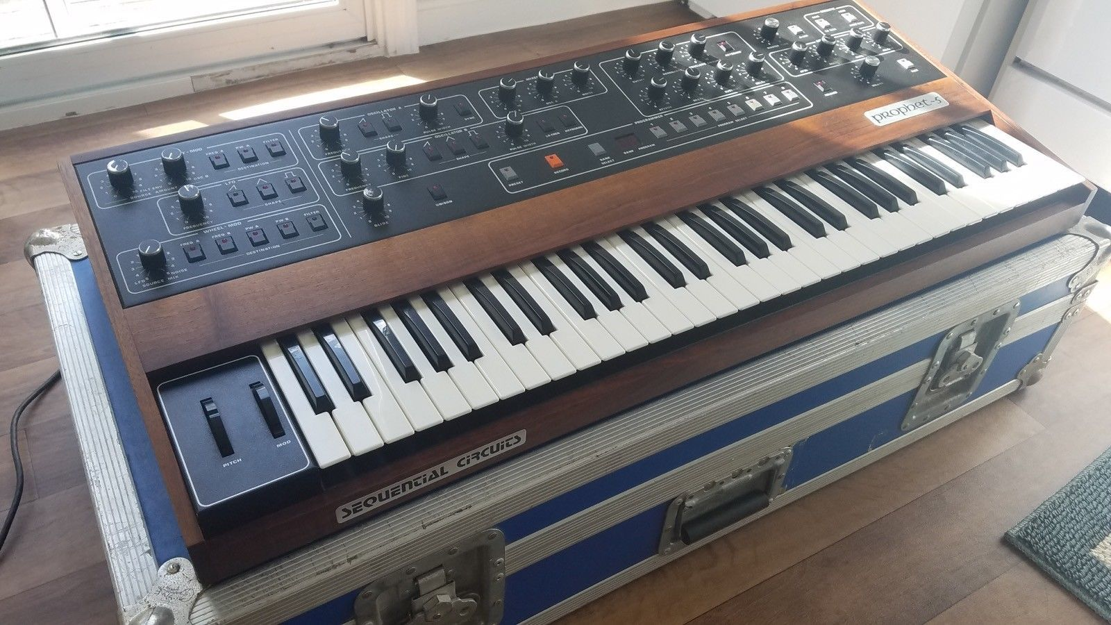 Sequential Prophet-5, Vintage Analog Synthesizer  MIDI, case