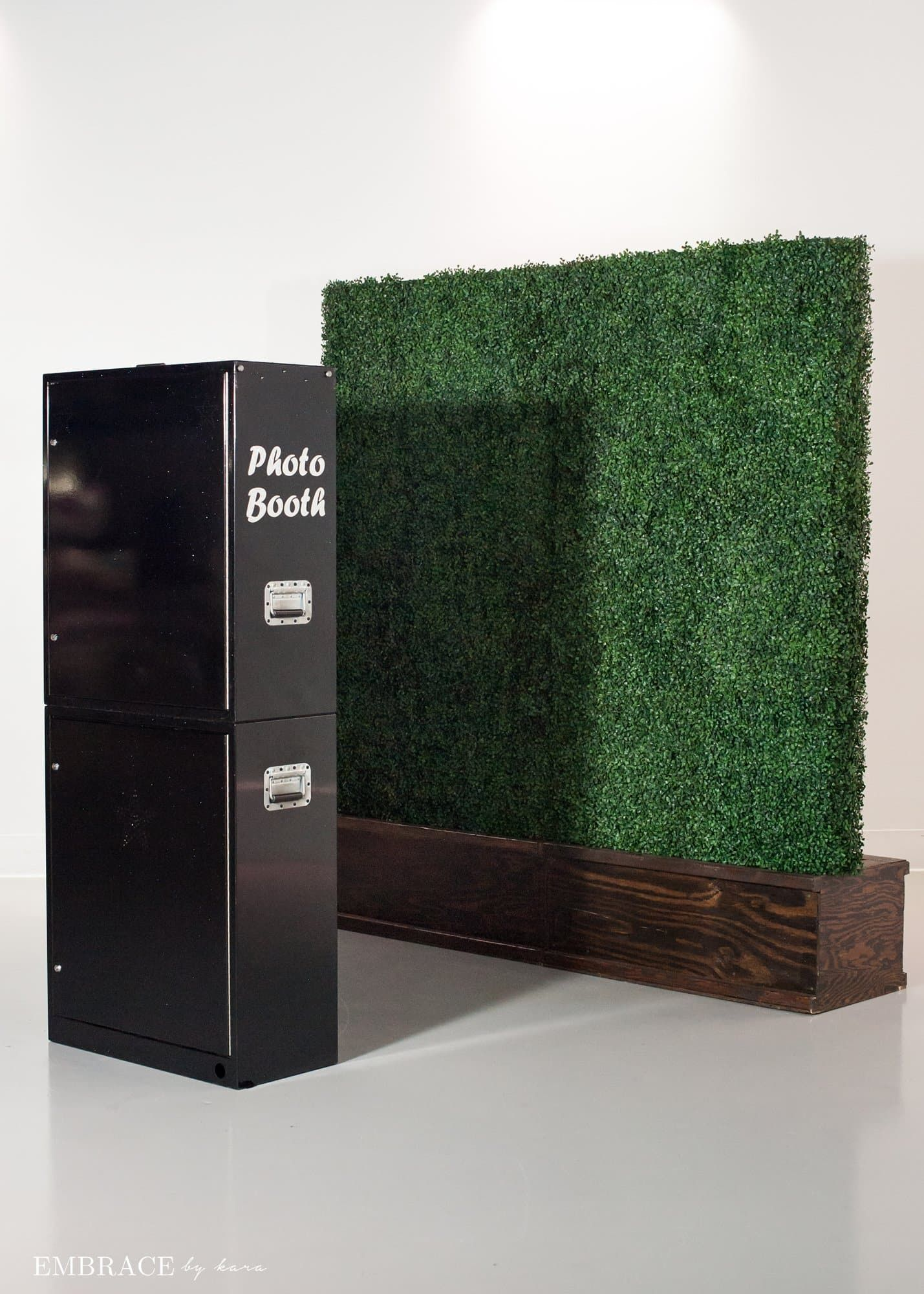 Vine Wall Booth Black Open Air Photo booth rental