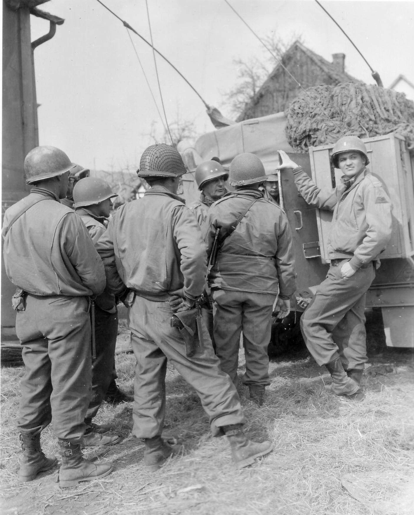 Battlefields Photo Gunsmoke, James arness, World war