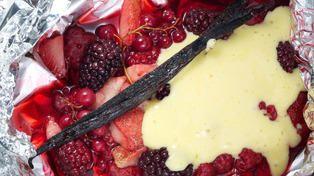 Røde bær med sabayonne