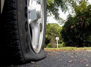 Me Pinchan Las Ruedas En El Garage Http Www Camaras Espias Com Content 225 Me Pinchan Las Ruedas Tow Truck Driver Flat Tire Tire