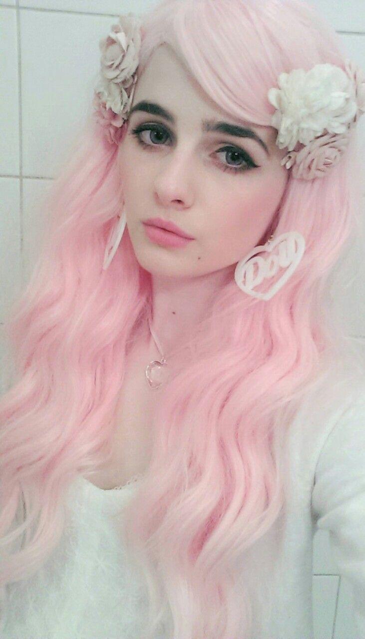 Pastel Pink Hair Dark Black Eyebrows With Images Unnatural