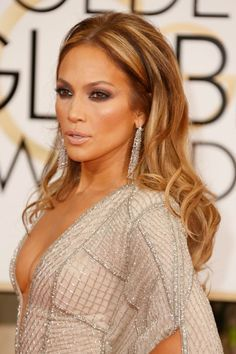 Jennifer Lopez's smoky eye makeup and bombshell hair at the 2015 Golden Globes