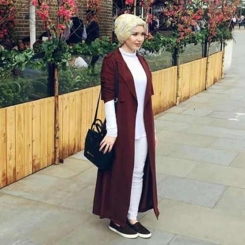 long maroon cardigan hijab- Hijab fashion inspiration http://www.justtrendygirls.com/hijab-fashion-inspiration/