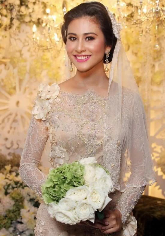 baju tunang fauziah gous  Gaun perkawinan, Gaun pengantin brokat