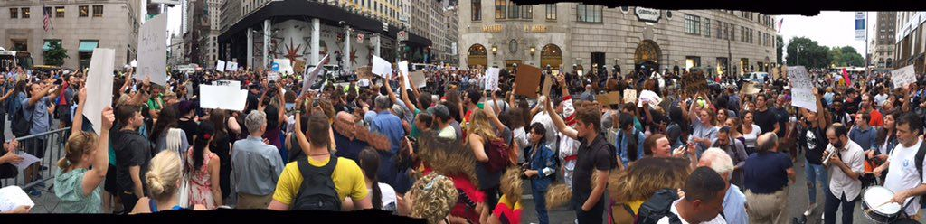 """Keegan Stephan on Twitter: """"Panorama: Thousands at anti-Trump protest at Trump Tower. https://t.co/vKnsd9Q0mJ"""""""