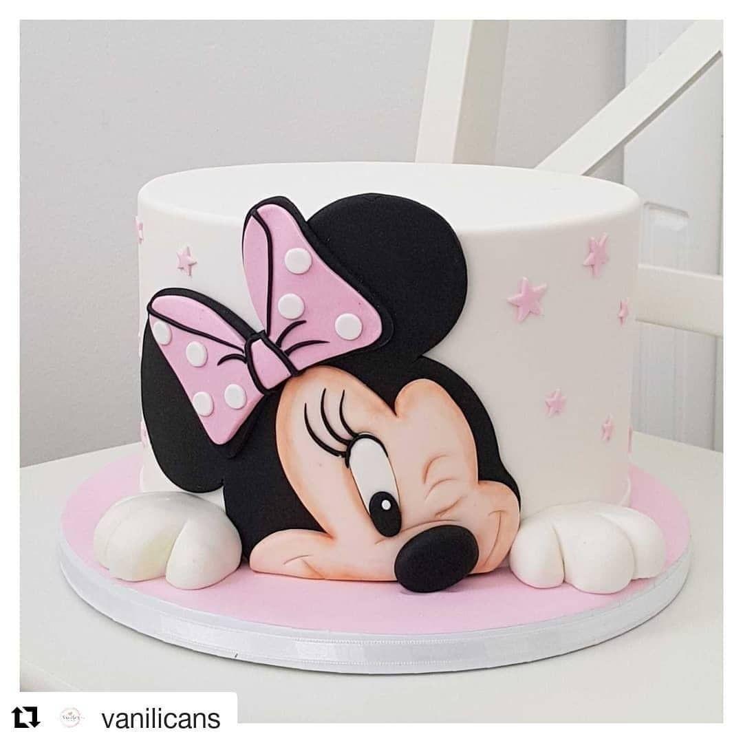 Bolo Minnie feito pela talentosa @vanilicans . . 🍰 Quer aprender a decorar bolos como uma profissional e ganhar até R$ 5.000,00 por mês!?💵…