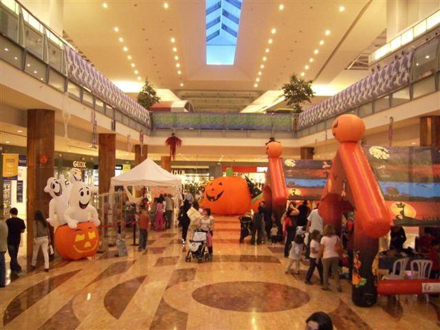 decorations gonflables halloween dans un centre commercial - Commercial Halloween Decorations