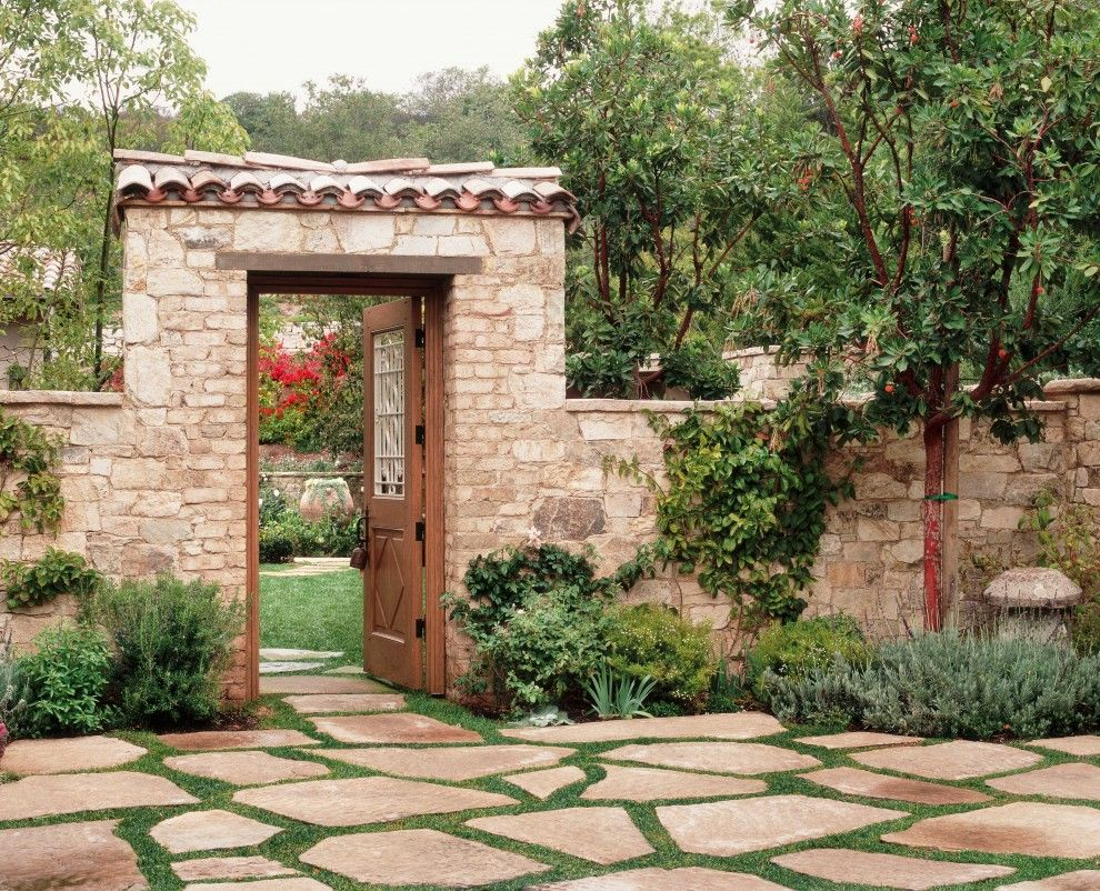 Rustic Courtyard Garden for Appealing Landscape Rustic
