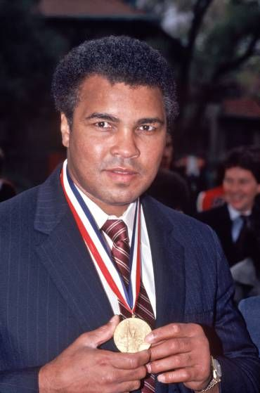 Muhammad Ali receives Medal of Freedom Award on Oct. 27, 1986.