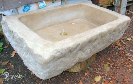 De eeuwse antieke steen spoelbak wastafel