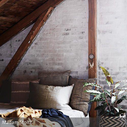 Gemütliches Bett Unter Der Dachschräge