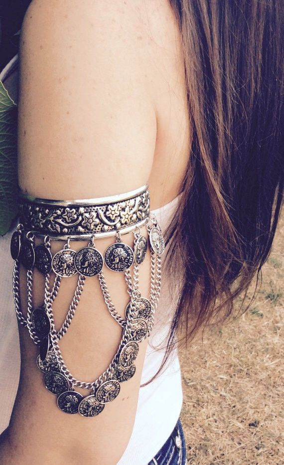 Boho Cuff available in antique silver, and antique gold Diameter 3″ Open back Ships within 1-3 business days Arrives in a lovely