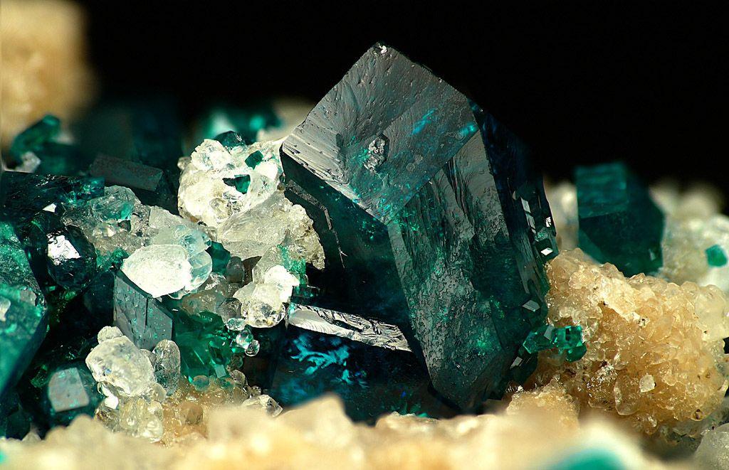 Коробкой картинка, картинка с минералами