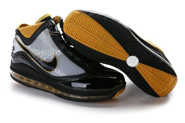 a909fbf318e0ce Air Foamposite Nike LeBron 7 Black Gold  Nike LeBron 7 - Notable logos make  the Nike LeBron 7 Black Gold shoes look very outstanding.