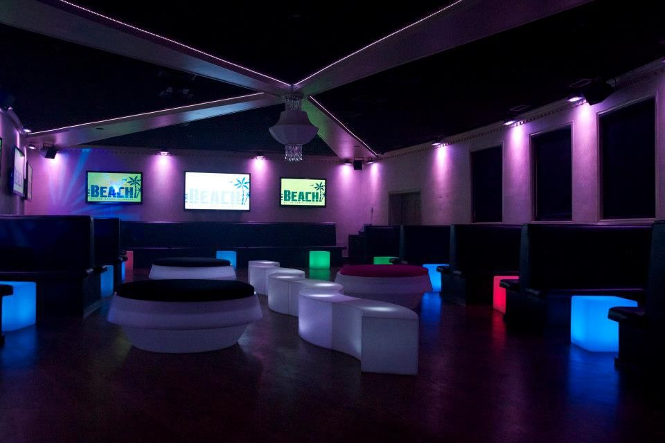 Cool lounge decor for your next event also best ideas images on pinterest discos nightclub design rh