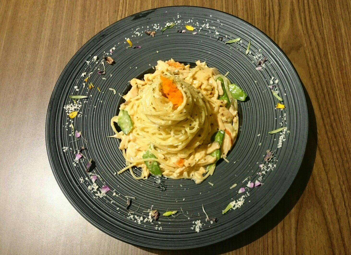 Mories茉莉絲義思廚房。煙燻鮭魚佐明太子奶油白醬義大利麵。$300 | Food. Hummus