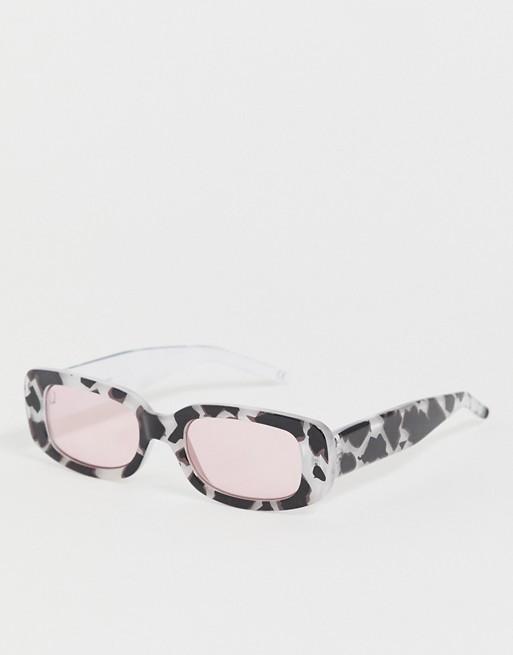 DESIGN – Rechteckige Sonnenbrille aus bedrucktem Kunststoff mit rosa Gläsern