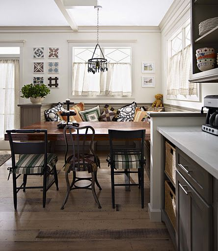 cozy eating nook...build corner seating with storage underneath