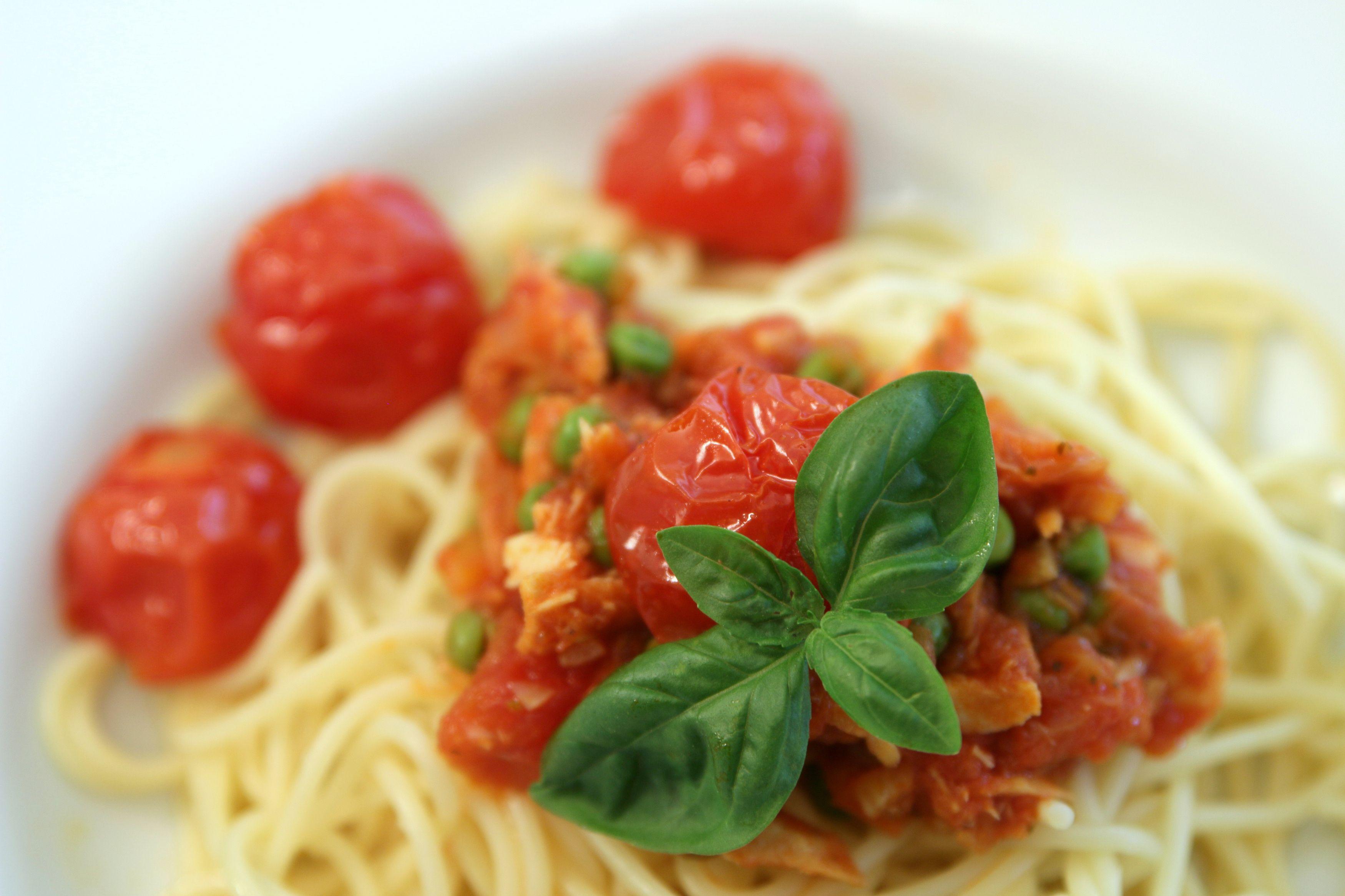 Cookinesi Spaghetti An Erbsen Thunfisch Sauce Rezepte Erbsen Lebensmittel Essen