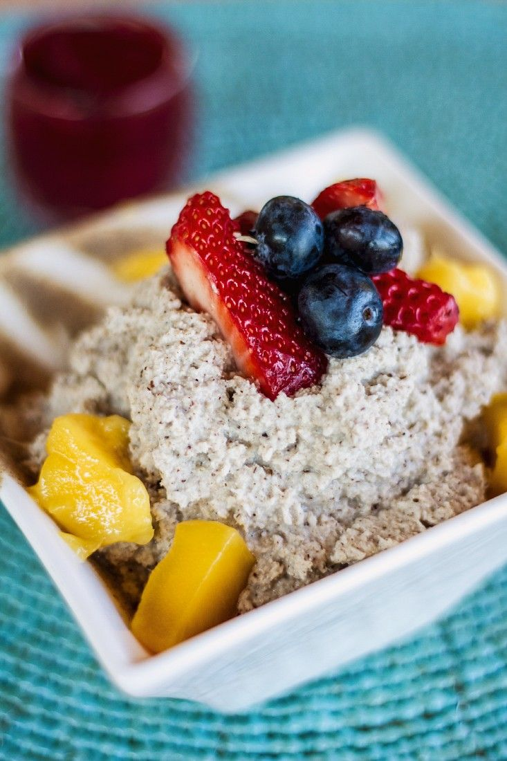 Chia-Pudding mit Mango und Beeren – perfektes Sommer-Frühstück | http://eatsmarter.de/rezepte/chia-pudding