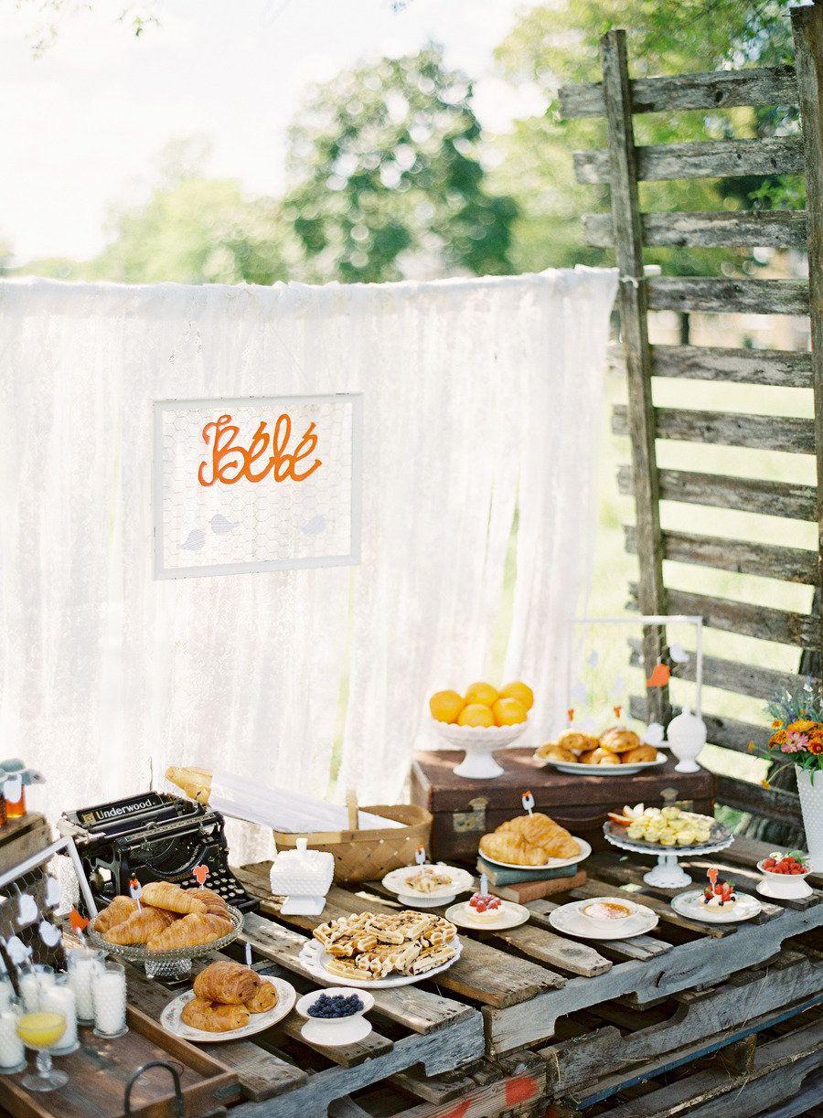 Schöner Hochzeits-Brunch-Tisch! (Nur für die weniger formellen Hochzeiten... ;-))