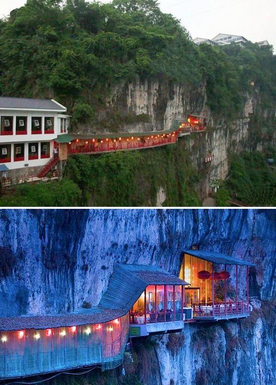 Le restaurant Fangweng, un restaurant suspendu sur une falaise près de la ville de Yichang dans le Hubei en Chine ! (Chine Informations)