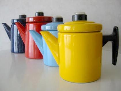 These enamel coffee pots were designed in the late 50′s by Finnish designer Antti Nurmesniemi for Arabia made by Finel.