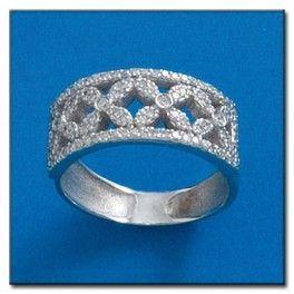 Sortija en oro blanco de 18 Kl. con Diamantes. Más en: http://gloriajoyas.com/