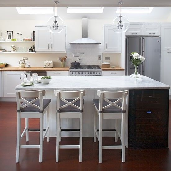 Style Globe Pendants Above The Central Island Bring A Contemporary Edge To This Clic Shaker Kitchen