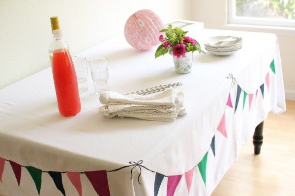 So cool--paint a bunting tablecloth! #tablecloth #bunting