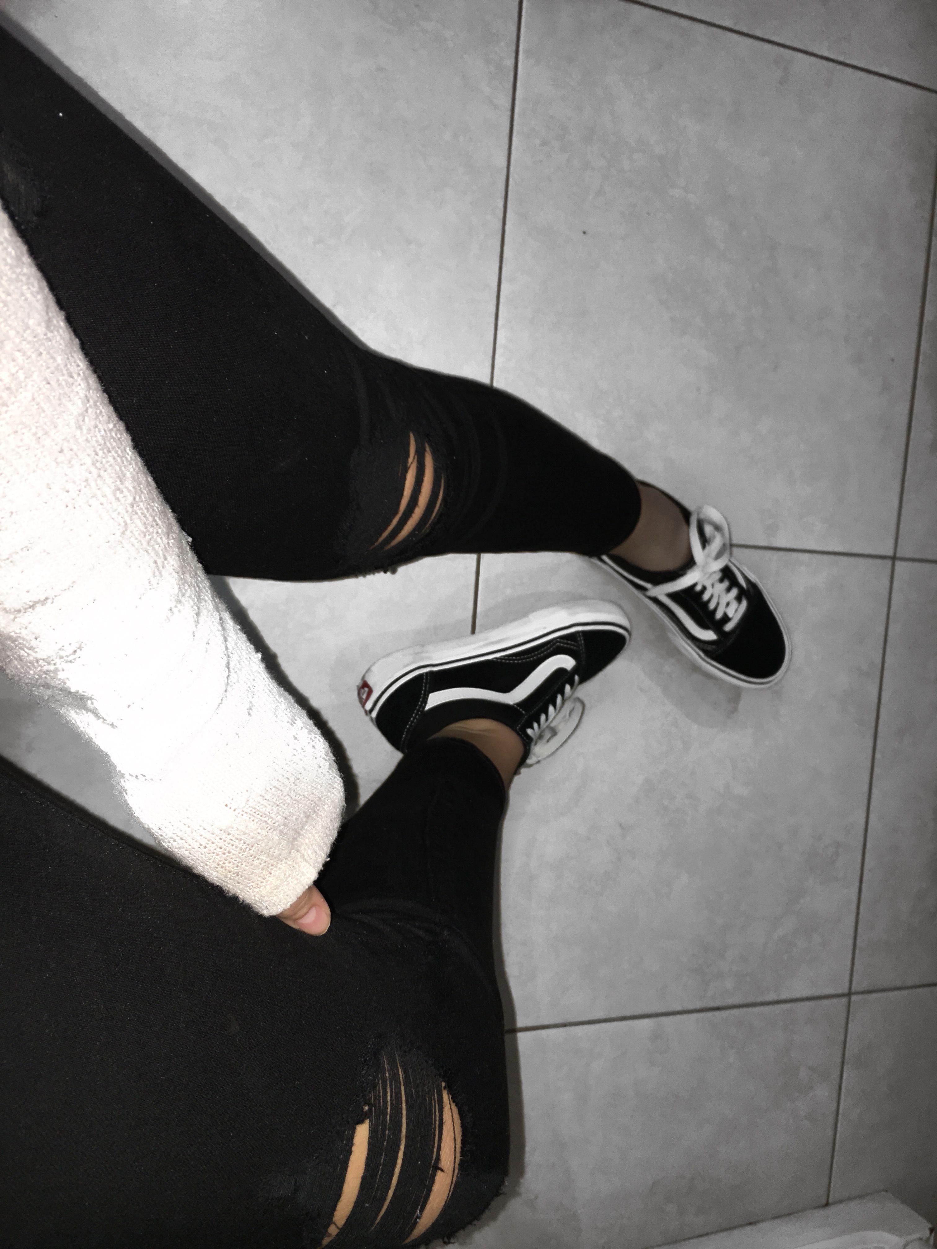 0ebd738da06c Old Skool Black Vans Ripped Jeans