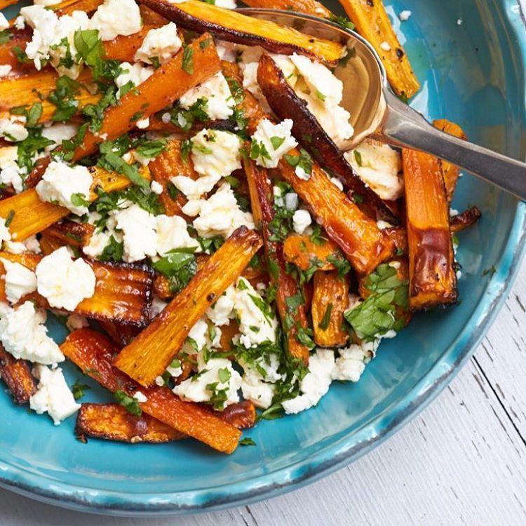 Möhrensticks mit Feta und Petersilie oder Karottensticks oder Wurzelsticks oder Mohrrübensticks - egal hauptsache lecker! Das Rezept findet Ihr heute auf dem Blog