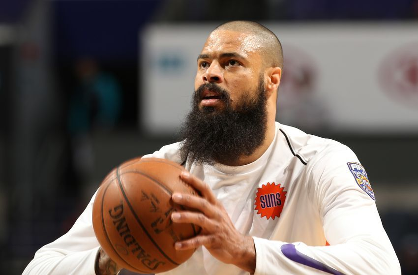 6ca7b3f8e93 Los Angeles #Lakers officially sign veteran Tyson Chandler #NBA #LakeShow