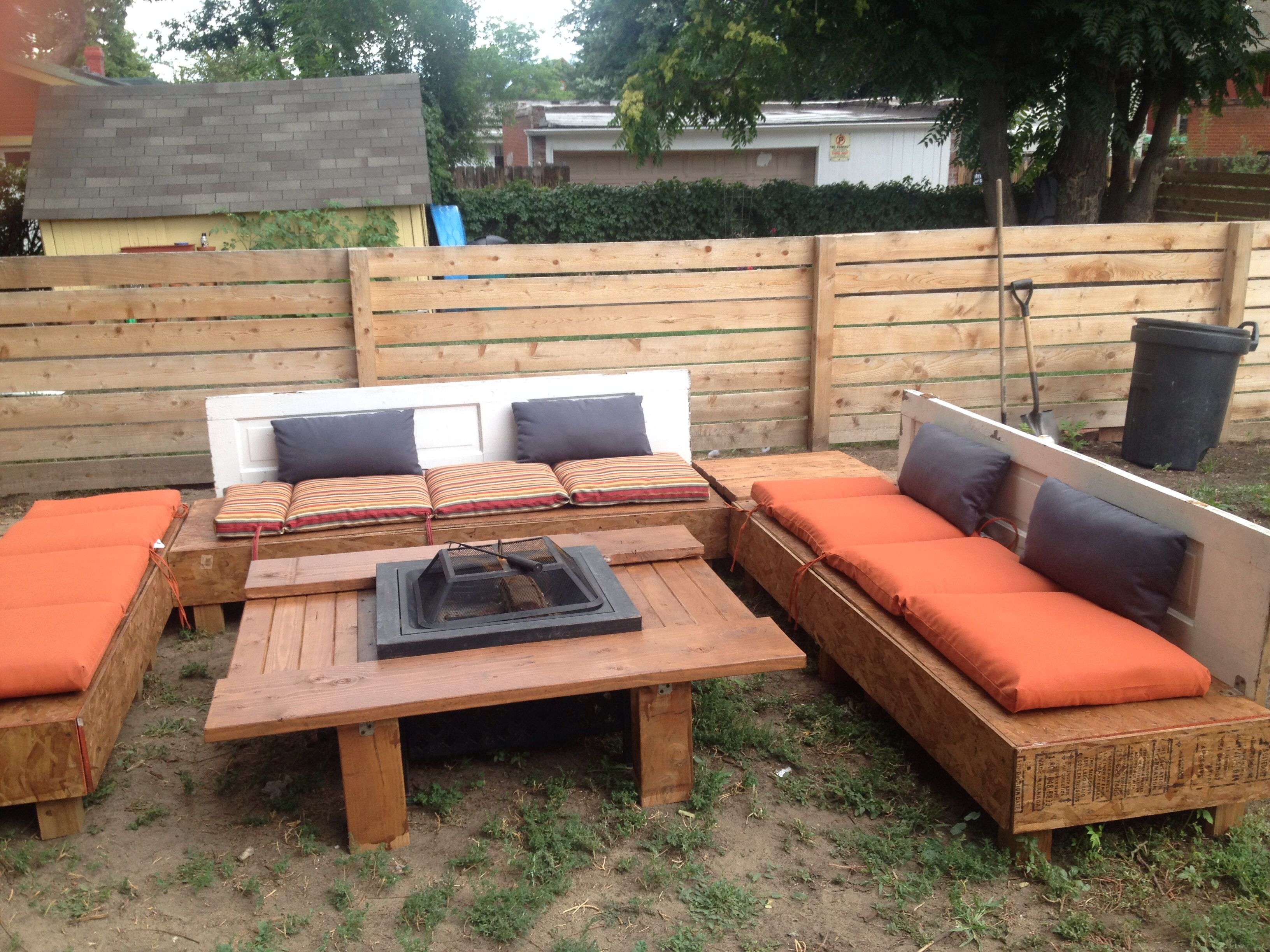 Outdoor couch and fire pit made from pallets the fire pit for Pallet fire pit
