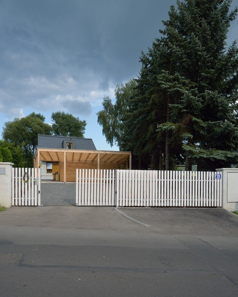 Simple Picket Fence: Simple White Picket Fence House Habrovice By 3+1architekti