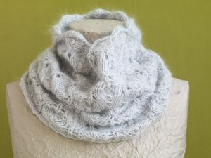 Free Knitting Pattern: Pale Gray Lace Cowl
