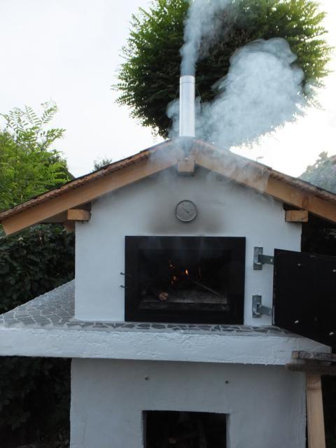 Der Gartenbackofen In Aktion Das Feuer Brennt Mein Gartenbackofen