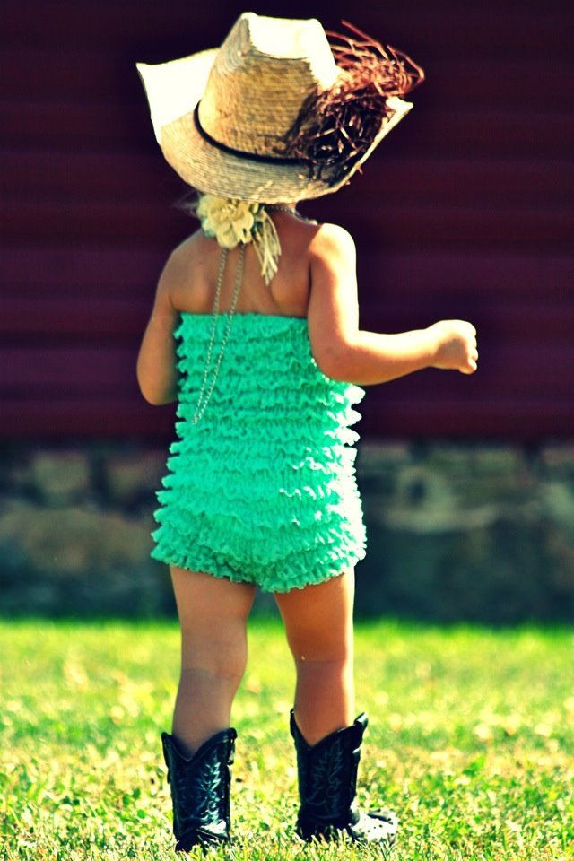 What a cute little cowgirl! This is how i want my kids to dress someday :)