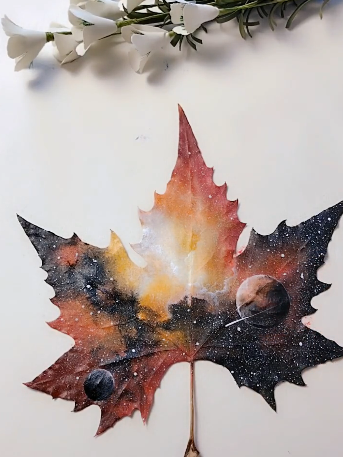 7 Easy Incredible Art On Leaves Leaf Painting Ideas For Home Decor Painted Leaves Art Painting Leaf Art