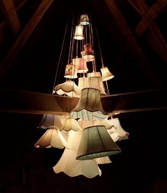 die besten 25 kronleuchter mit lampenschirm ideen auf pinterest kronleuchter selbst bauen. Black Bedroom Furniture Sets. Home Design Ideas