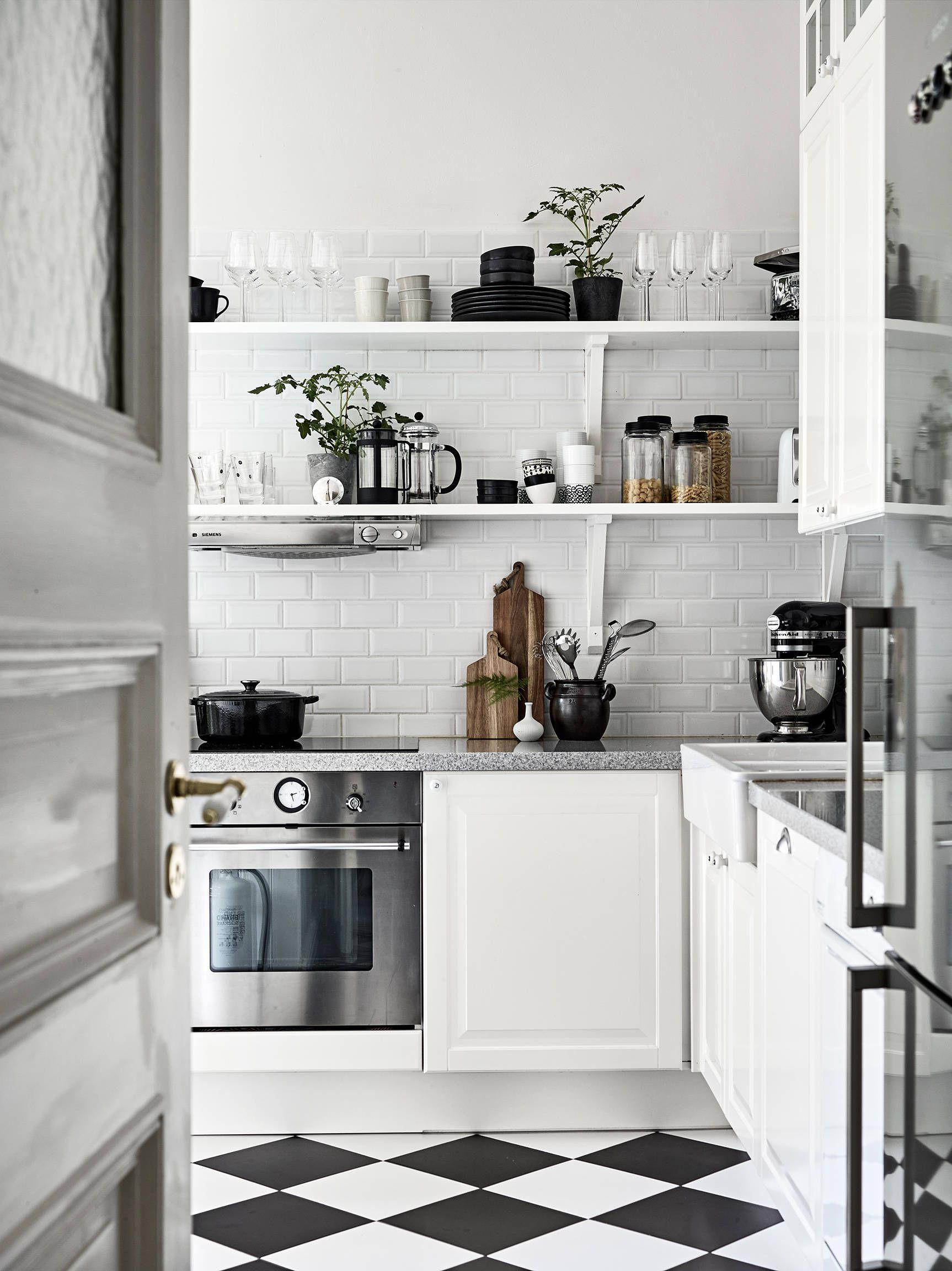 Neat Monochromatic Kitchens Looks Gorgeous In Black And White But How Do You Keep It Tidy White Kitchen Design Scandinavian Kitchen Design Kitchen Renovation