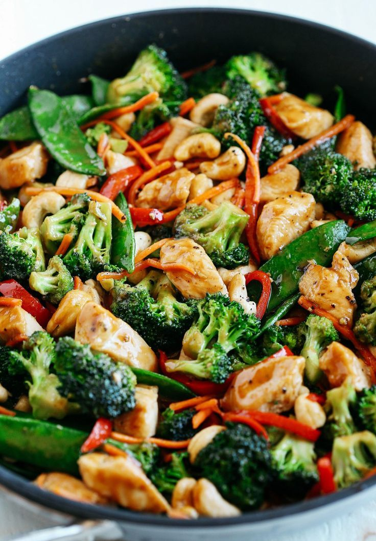 One Skillet Cashew Chicken Stir Fry #healthyweeknightmeals
